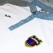 koszulka-biala-detal